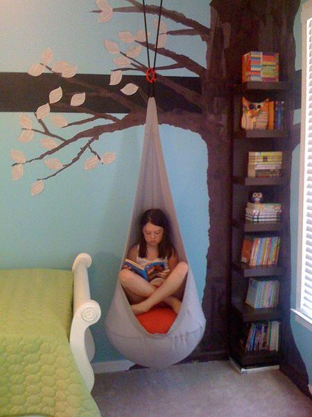 lectura bajo un árbol