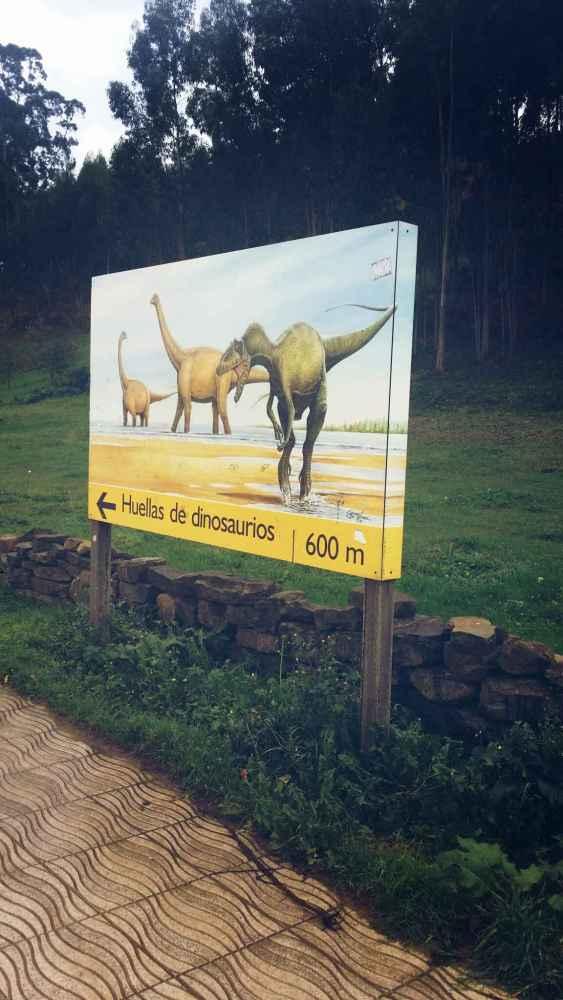 Cartel comienzo ruta de los dinosaurios