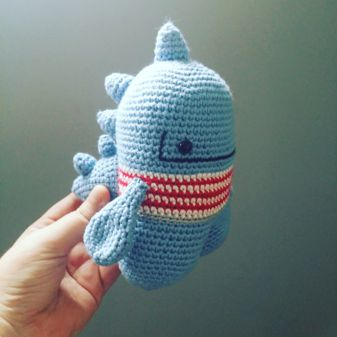Dino-monstruo amigurumi