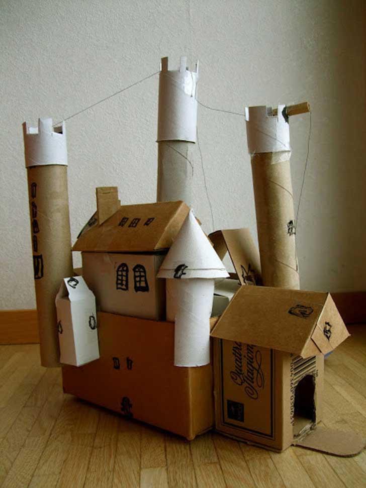 castillo de cartón para princesas y príncipes